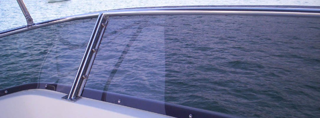 réparer le plexiglass sur son bateau